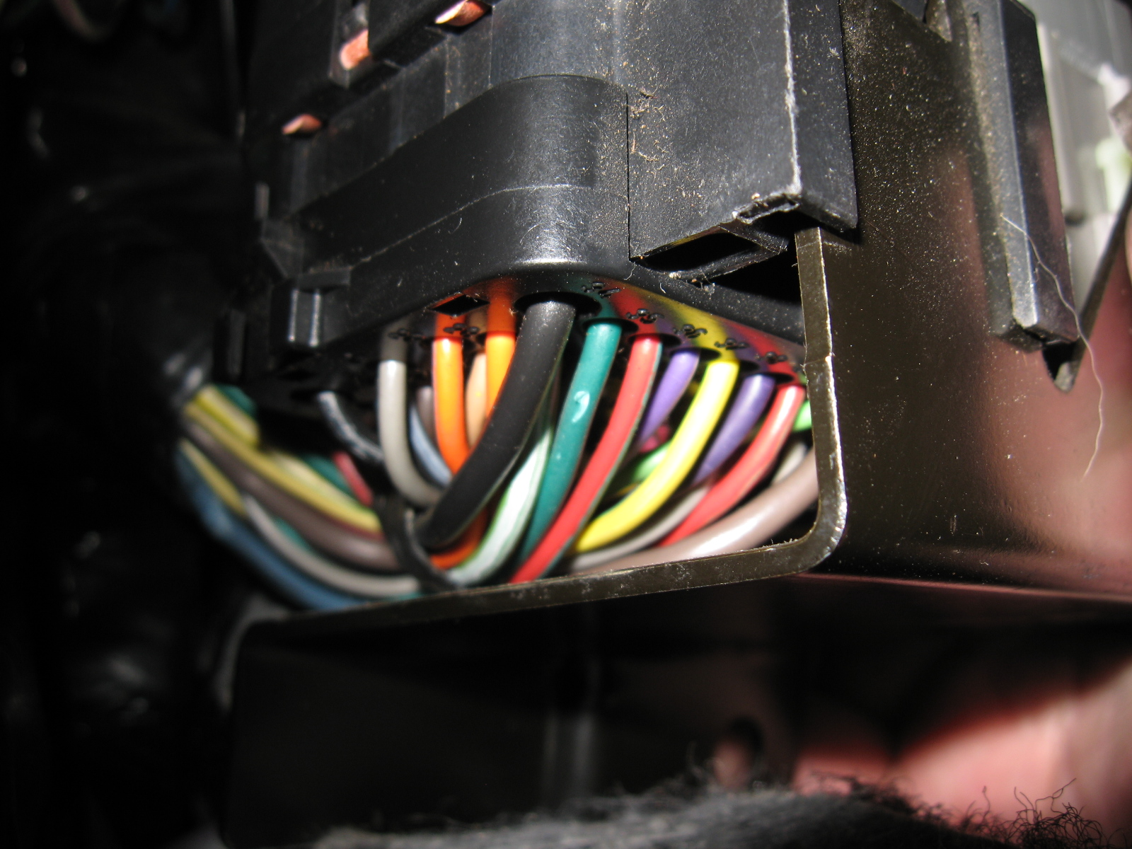 Mustang 1994 1995 Export Taillight Installation Wiring Distribution Block This Photo Is From The Back Ofthe Bracket Its Mounted On Clearly Visible There Are Two Red Wires At Of Hte